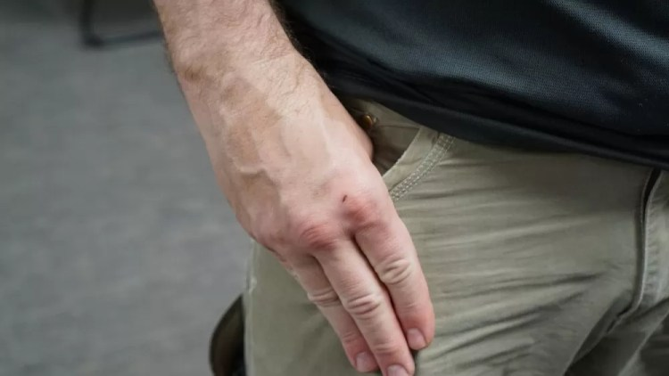 Example of covering the clip - knife defense requires training, like any other skill.