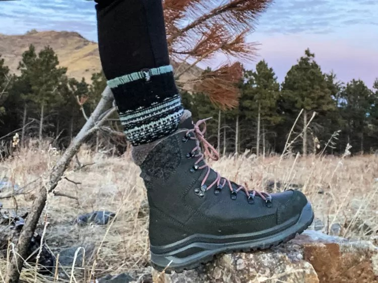 Sara Liberte reviews a pair of Lowa's winter hiking boots. The Renegade Evo Ice GTX WS.