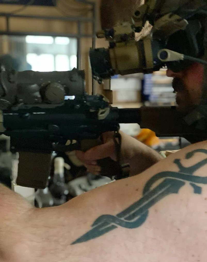 TNVC Sentinels relative to ELCAN while aiming through ACRO P-1 on author's HK416.