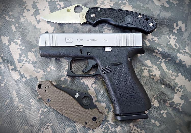 Spyderco Para 3 folding knives with Glock 43x - EDC.