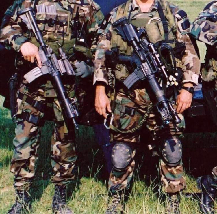 90s-era-carbines-with-optics