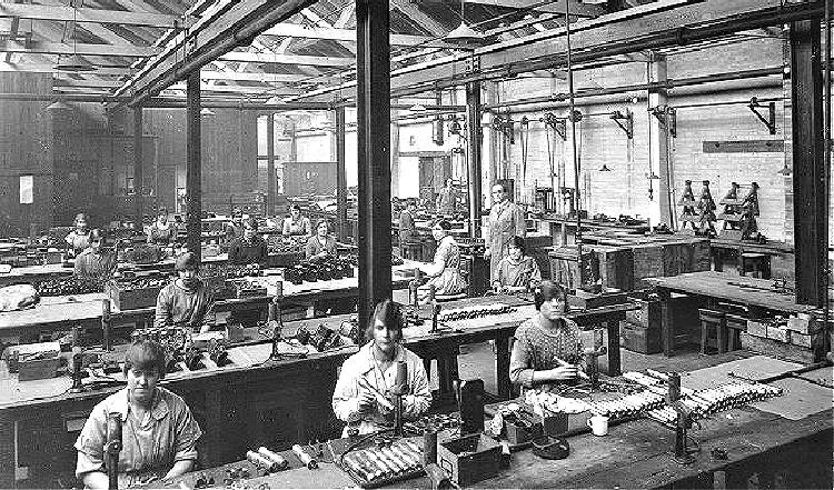 british factory WWI military flashlights