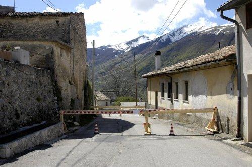 Terremoto 2009 le fotografie di Lucoli Alto
