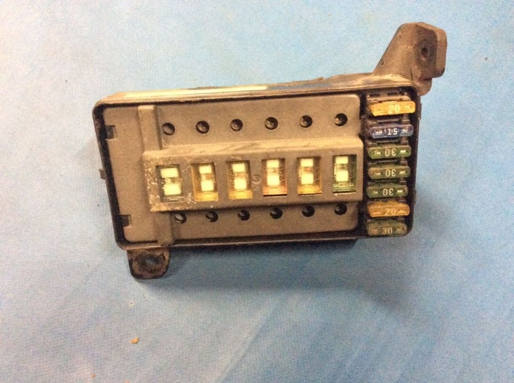 medium resolution of land rover discovery 1 300tdi engine fuse box part amr1553 breakeryard com