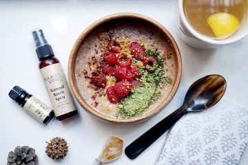 Breakfast porridge and essential oils for better sleep