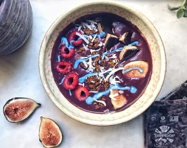 Kefir probiotic acai bowl with tambor acai