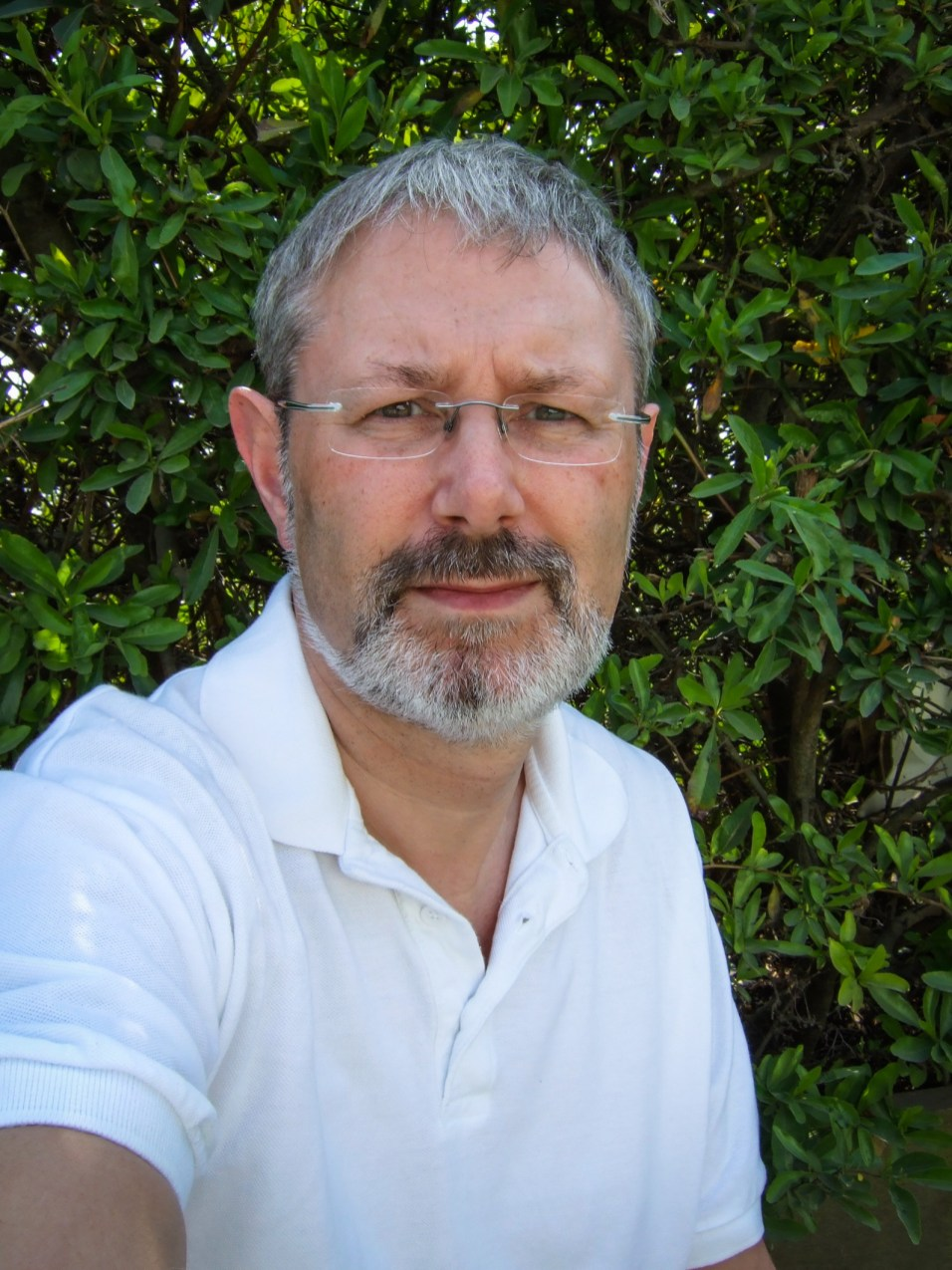Gary + hedge. Copyright © 2007 Gary Allman, all rights reserved.