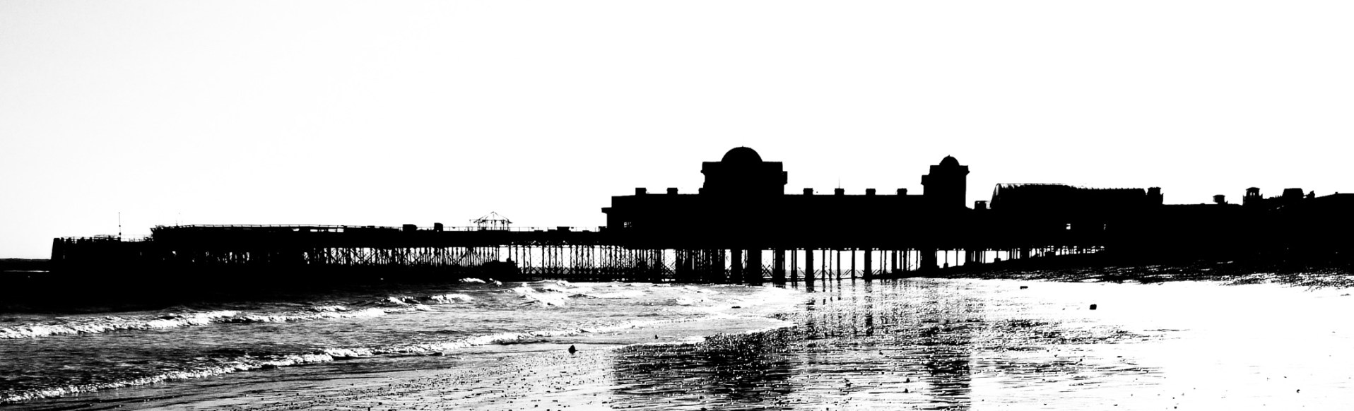 South Parade Pier - Silhouette. Copyright © 2007 Gary Allman, all rights reserved.