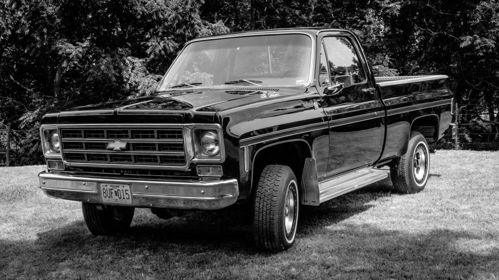 medium resolution of black and white photograph of a short wheelbase 400 block 1978 chevrolet scottsdale