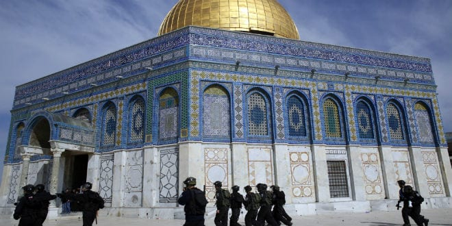 Israeli police seen outside the Dome of the Rock Mosque (Photo: Sliman Khader/Flash 90)