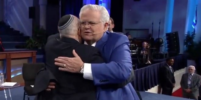 John Hagee of Christians United for Israel and Tony Gelbart of Nefesh B'Nefesh embrace at the Night to Remember Israel event. (Photo: Screenshot)