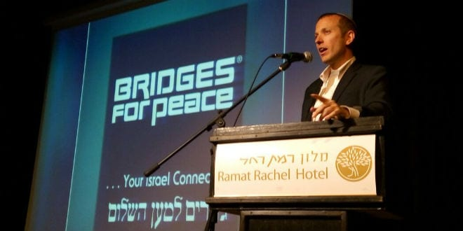 Rabbi Tuly Weisz speaks at the Bridges for Peace conference in Jerusalem, November 9, 2016. (Breaking Israel News)