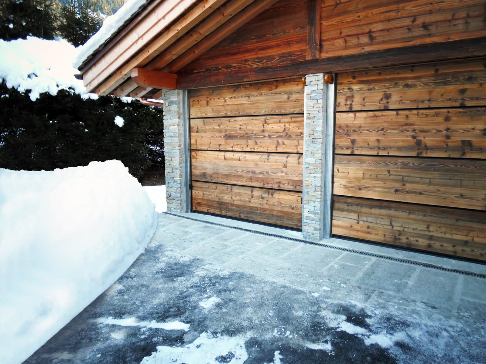 Portone sezionale in legno-alluminio PEGASO SPECIAL