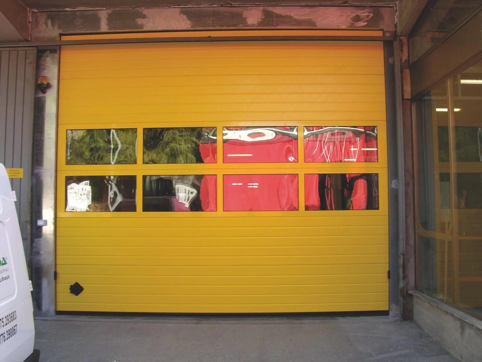 Portone sezionale industriale SECURA - Stucco giallo RAL Visa