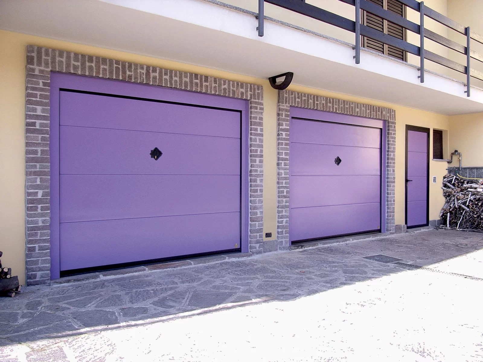 Portone basculante da garage BASCULINO - Liscio viola RAL