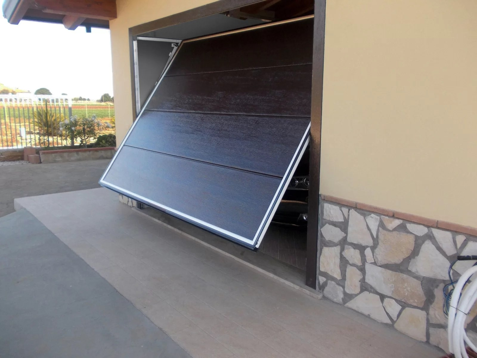 Portone basculante da garage BASCULINO - Woodgrain marrone C17