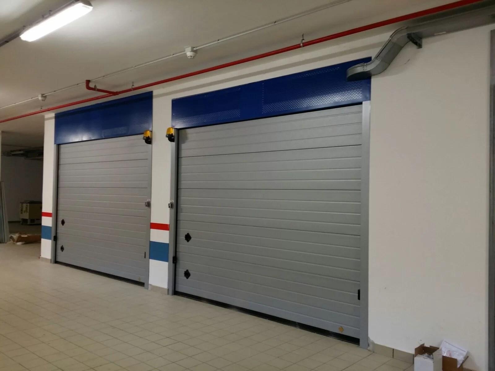 Portone sezionale da garage ARES - Stucco grigio RAL 9006