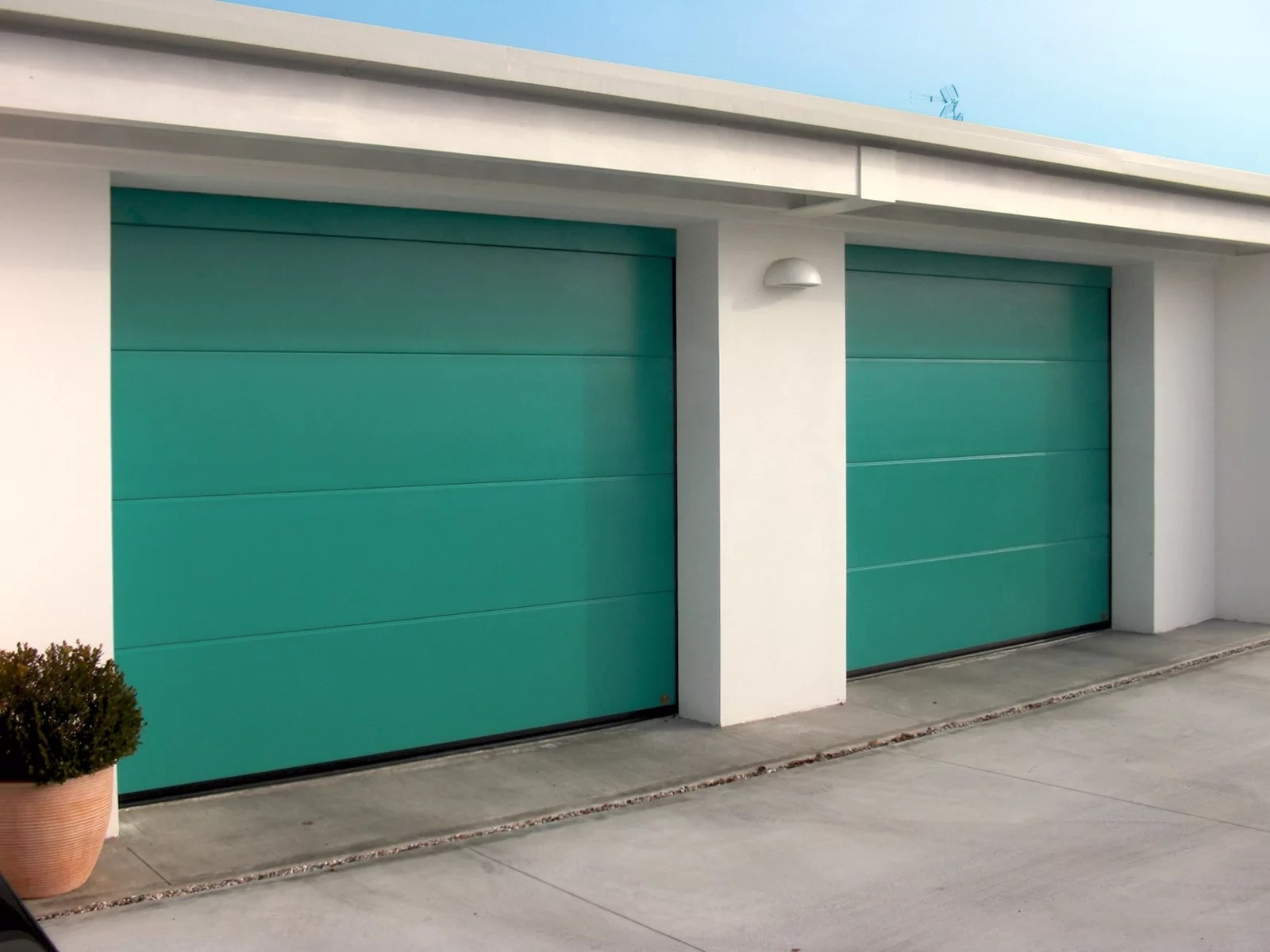 Portone sezionale da garage PERSUS - Liscio verde acqua RAL