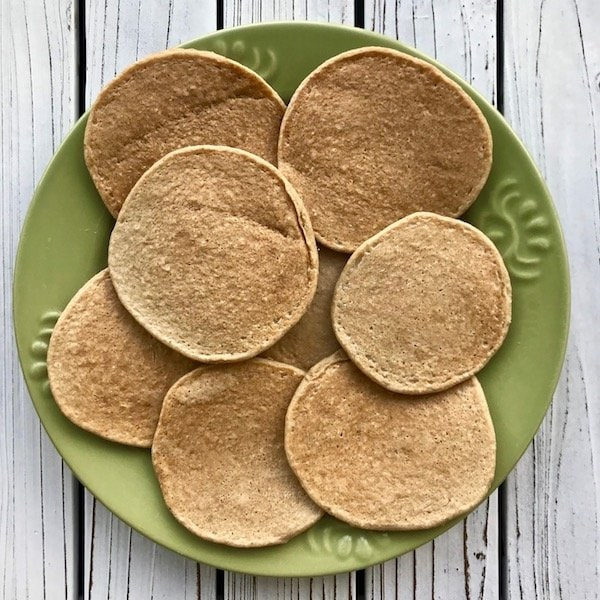 3 ingredient banana pancakes (vegan) laid out on a green plate.