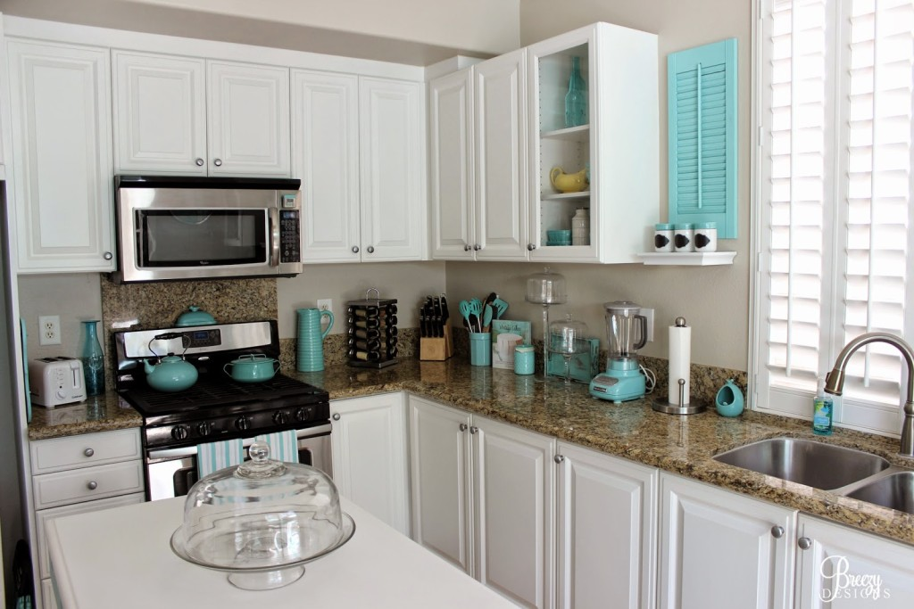 Awesome Kitchen Cabinet Makeover!