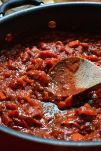 Who needs canned pasta sauce when you can whip up this bold and tangy, flavorful Homemade Spaghetti Sauce in only 30 minutes???! Jazz it up even more by adding any of your favorite meat or veggie mix-ins.