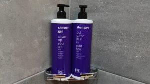 Pakkende quotes op de shampoo en douchegel