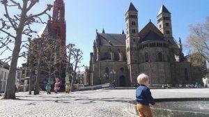 Laurens op het Vrijthof. De binnenstad bestaat uit prachtige oude panden, kronkelstraatjes met kinderkopjes en heel veel gezellige winkels en restaurantjes...