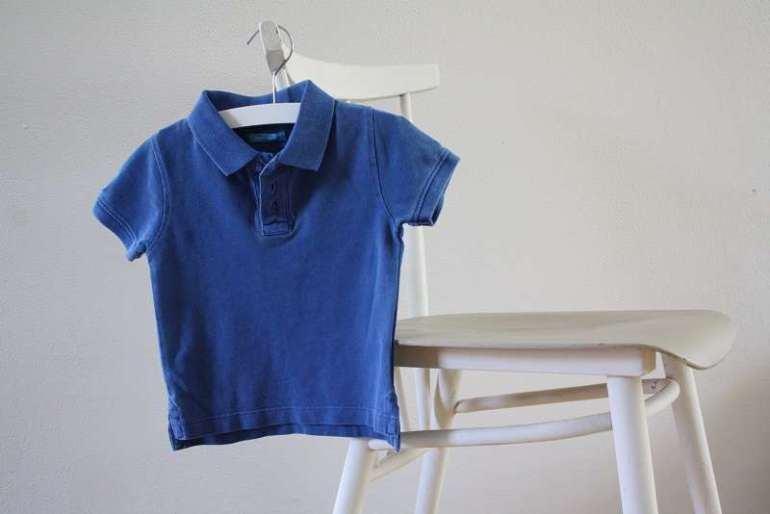 blauwe polo zomeroutfits