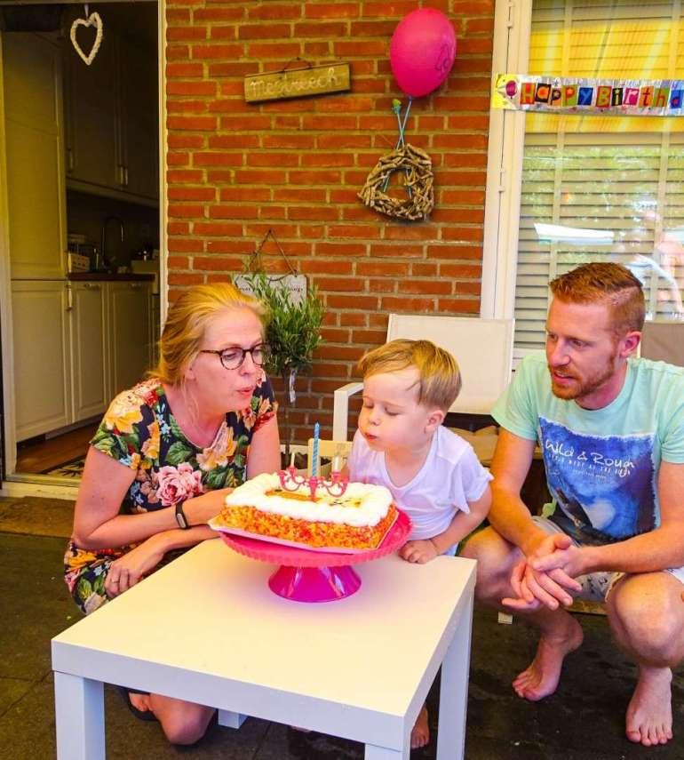 taart peuter jarig kaarsjes uitblazen bregblogt.nl