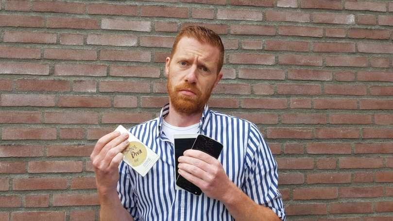 De roodharige hunk en de telefoon bregblogt.nl