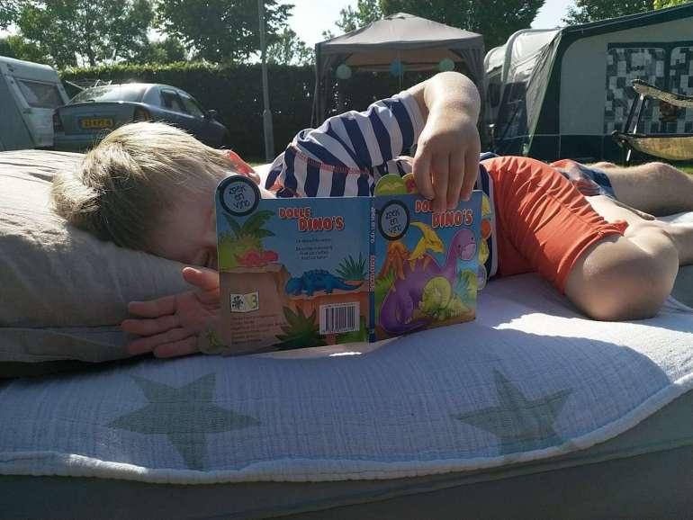 Oh Happy Day boekje lezen camping bregblogt.nl