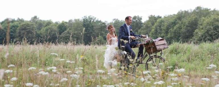 DIY festivalbruiloft Bruidspaar fiets bregblogt.nl