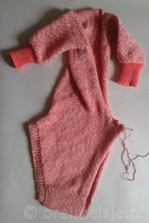 Afwerking baby jumpsuit