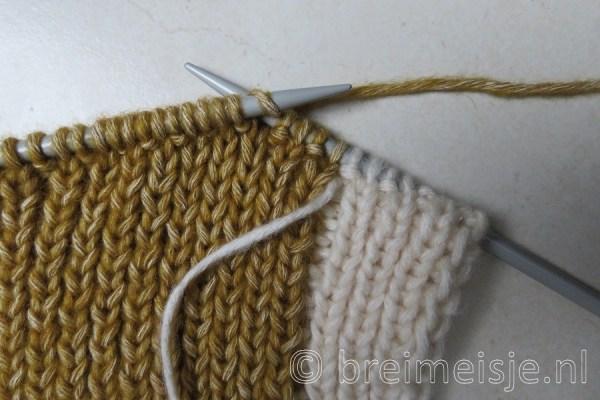 Sjaal breien met twee kleuren, stap 4