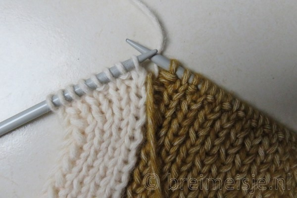 Sjaal breien met twee kleuren, stap 5