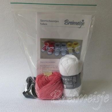 Haakpakket Breimeisje sportschoentjes roze