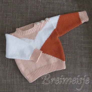 Babytruitje breien in drie kleuren