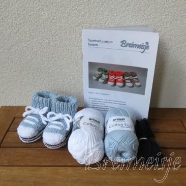Breipakket sportschoentjes pastelblauw