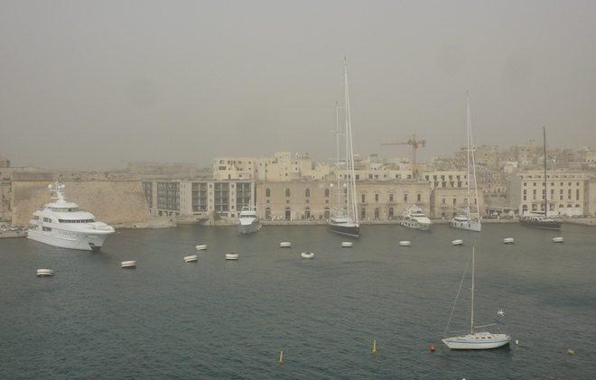 Hafen von Malta im Sandsturm