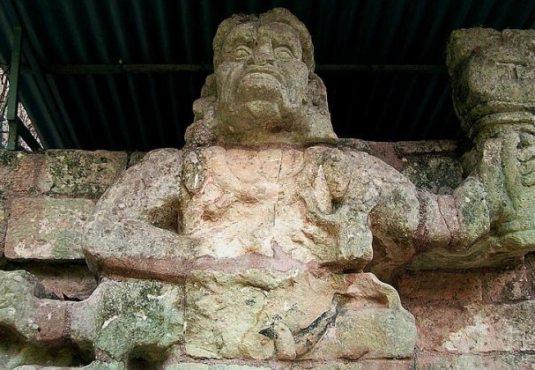 Brüllaffenstatue, Copán, Honduras