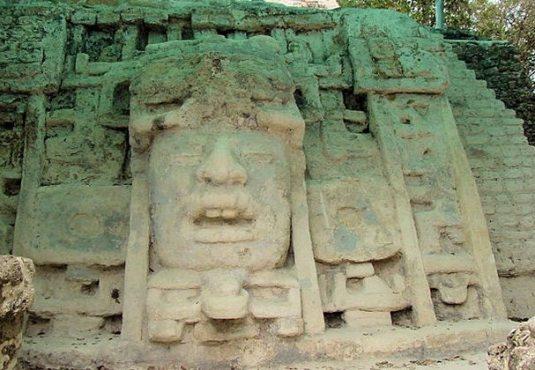 Maskentempel, Lamanai, Belize