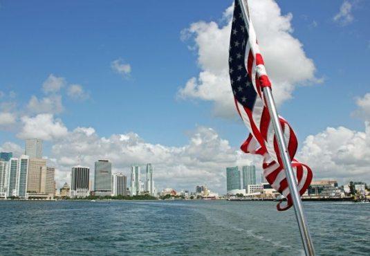 Blick von der Fähre auf Miami