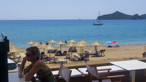 Strandleben in Agios Georgios Pagi