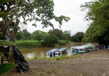 Costa Rica - Tortuguero Nationalpark - Boote bei La Pavona