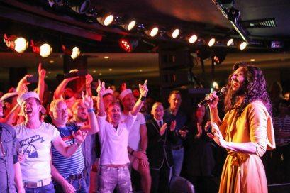Conchita hautnah in der Schaubar nach ihrem offiziellen Konzert - Bildquelle: TUICruises