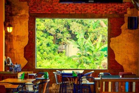 Urlaub in Thailand - Kneipe mit Aussicht, Sukhapiban-Road, Foto Martin Cyris
