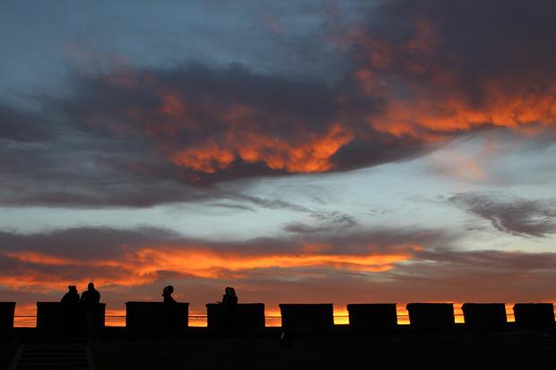 Malerisch zeigte sich der Himmel über der Festung.
