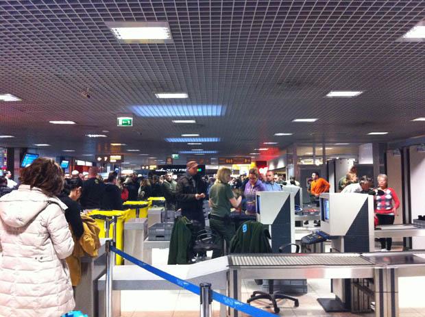 Völlig chaotisch ist der total überlastete Flughafen