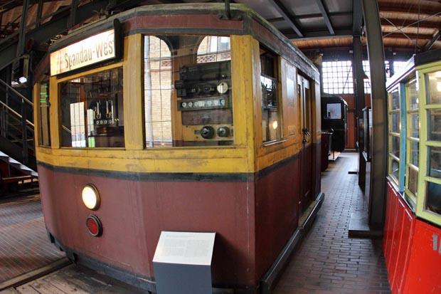 Führerstand einer alten S-Bahn