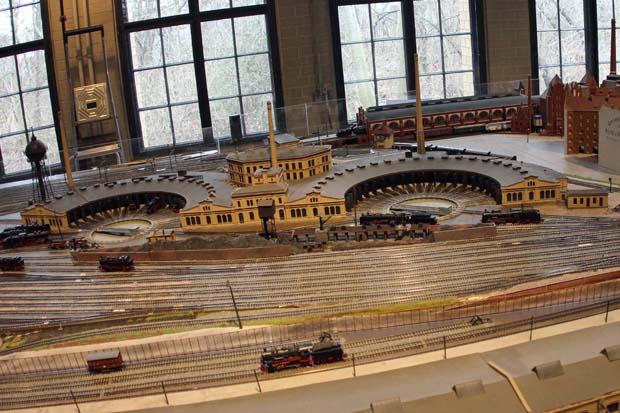 Die beiden Lokschuppen des Museums wurden auch im Modell nachgebildet